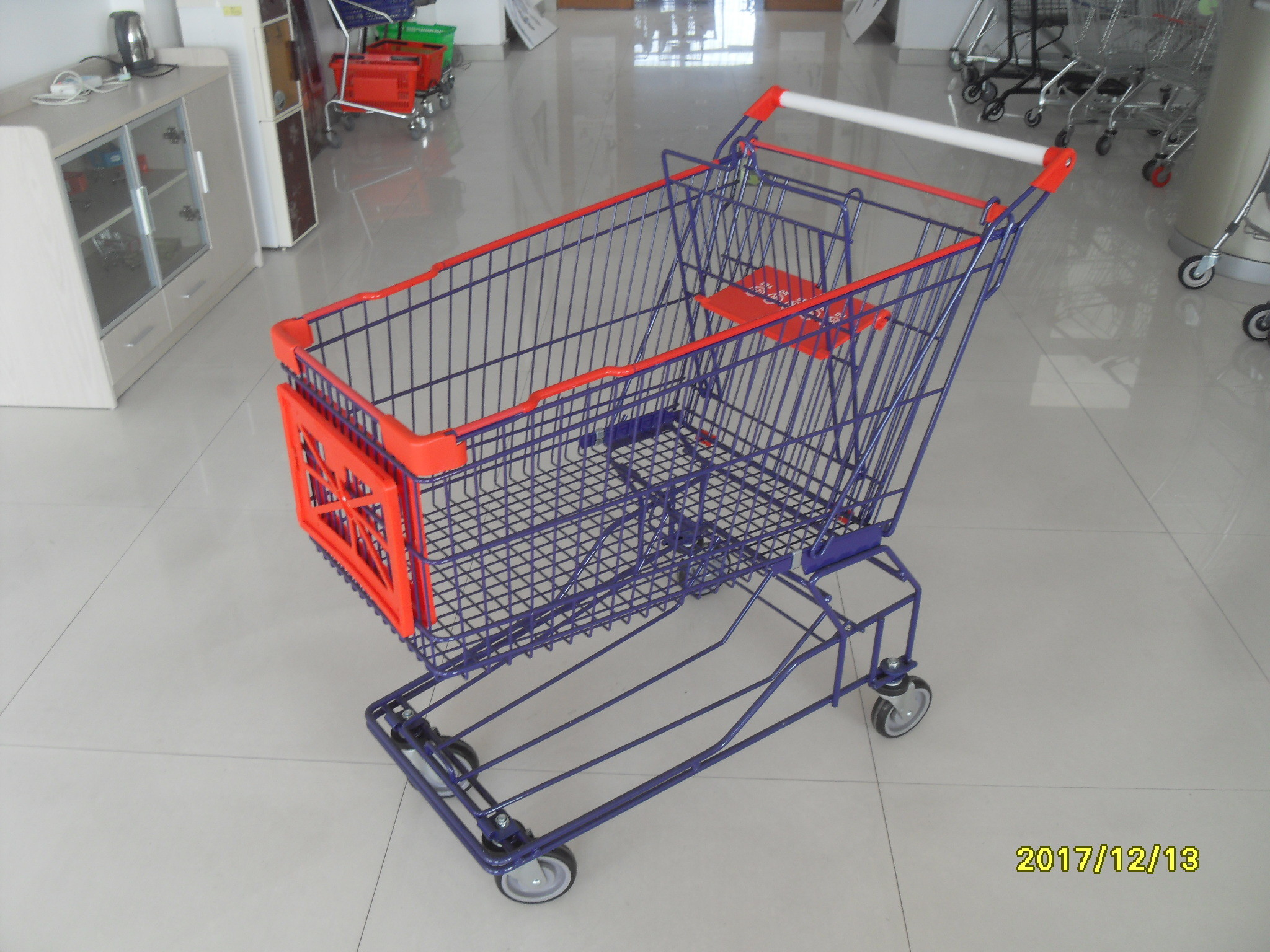 Commercial 150L Wire Shopping Trolley Wire Mesh Shopping Cart With 5 Inch TPE Caster