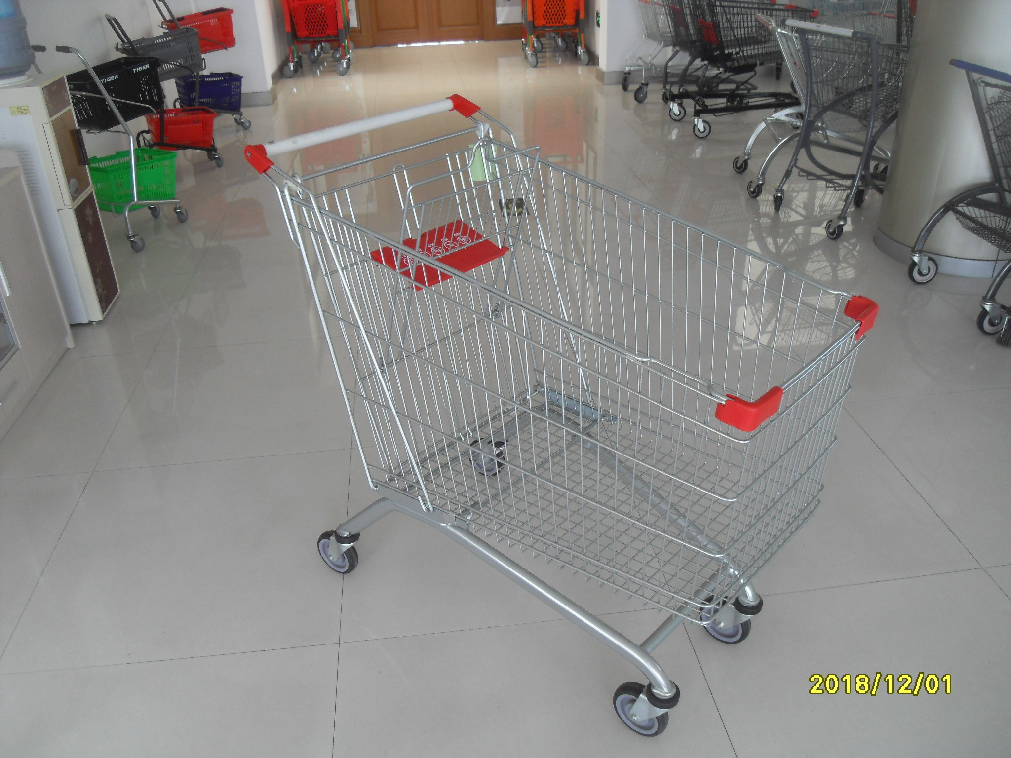 Durable 240 L Large Grocery Shopping Cart , 4 Wheeld Wire Shopping Trolley